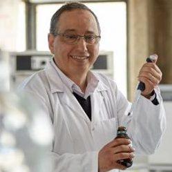 L' action des antibiotiques + des huiles essentielles d'Adnane Remmal – Prix de l'inventeur européen 2017